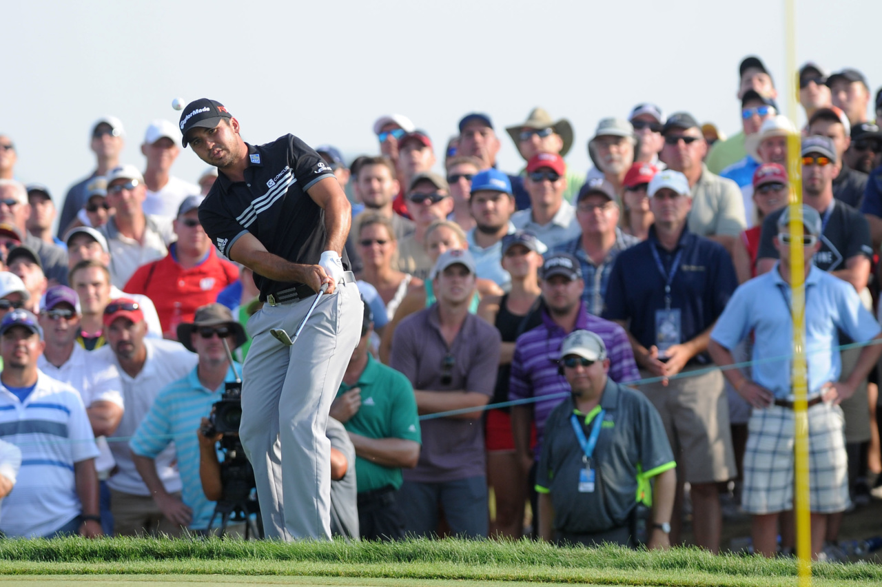 150817, Golf, PGA Aug 16, 2015; Sheboygan, WI, USA;  Jason Day chips to the 15th hole during the final round of the 2015 PGA Championship golf tournament at Whistling Straits. Mandatory Credit: Thomas J. Russo-USA TODAY Sports  / Reuters Picture Supplied by Action Images *** Local Caption *** 2015-08-16T230255Z_776211006_NOCID_RTRMADP_3_PGA-PGA-CHAMPIONSHIP-FINAL-ROUND.JPG © BildbyrŒn - COP 7 - SWEDEN ONLY
