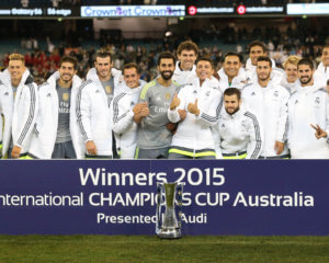 150724, Fotboll, TrŠningsmatch Football - Real Madrid v Manchester City - International Champions Cup Pre Season Friendly Tournament - MCG, Melbourne, Australia - 24/7/15  Real Madrid celebrate winning the match with the Champions Cup trophy  Action Images via Reuters / Jason O'Brien  Livepic   © BildbyrŒn - COP 7 - SWEDEN ONLY