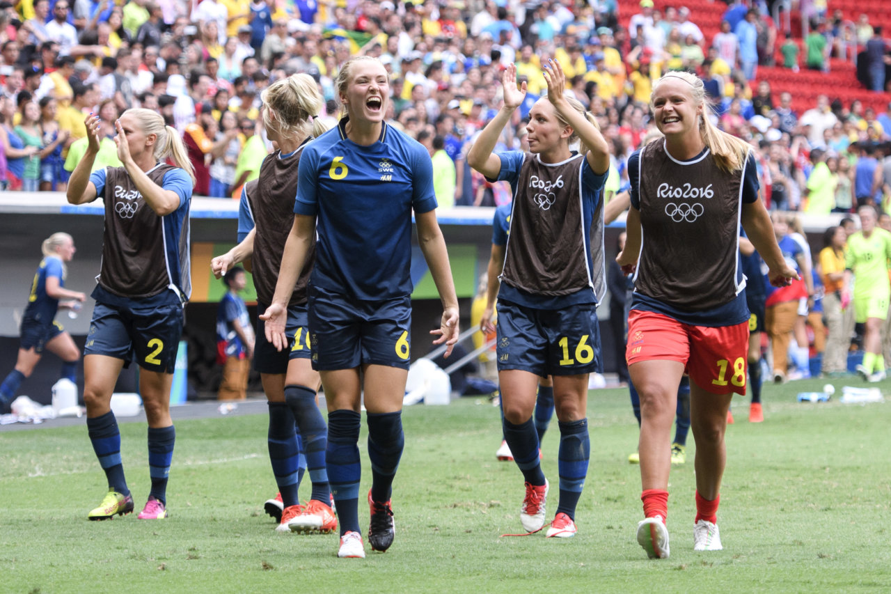 160812 Sveriges Magdalena Ericsson jublar efter kvartsfinalen i fotboll mellan USA och Sverige den 12 augusti 2016 under OS i Brasilia. Foto: Carl Sandin / BILDBYRN / kod CS / 57937