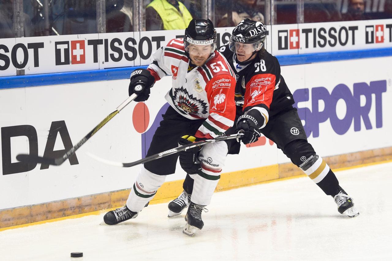 160209 Fršlundas Mats Rosseli Olsen och KŠrpŠts Jani HakanpŠŠ under finalen i CHL mellan KŠrpŠt och Fršlunda den 9 februari 2016 i UleŒborg. Foto: Carl Sandin / BILDBYRN / kod CS / 57830
