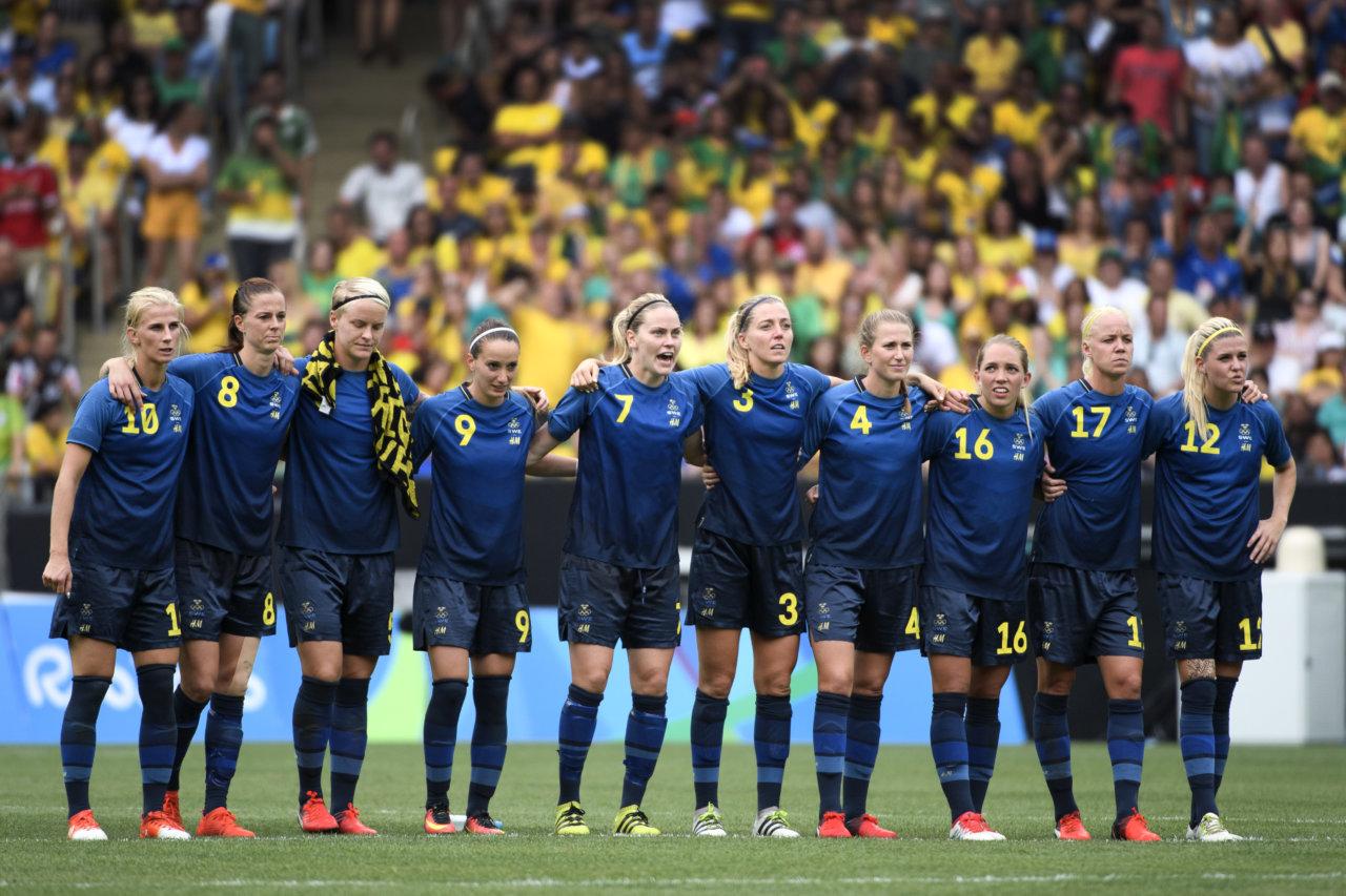 160816 De svenska spelarna stŒr uppstŠllda infšr straffsparkarna i semifinalen i fotboll mellan Brasilien och Sverige den 16 augusti 2016 under OS i Rio de Janeiro. Foto: Carl Sandin / BILDBYRN / kod CS / 57947