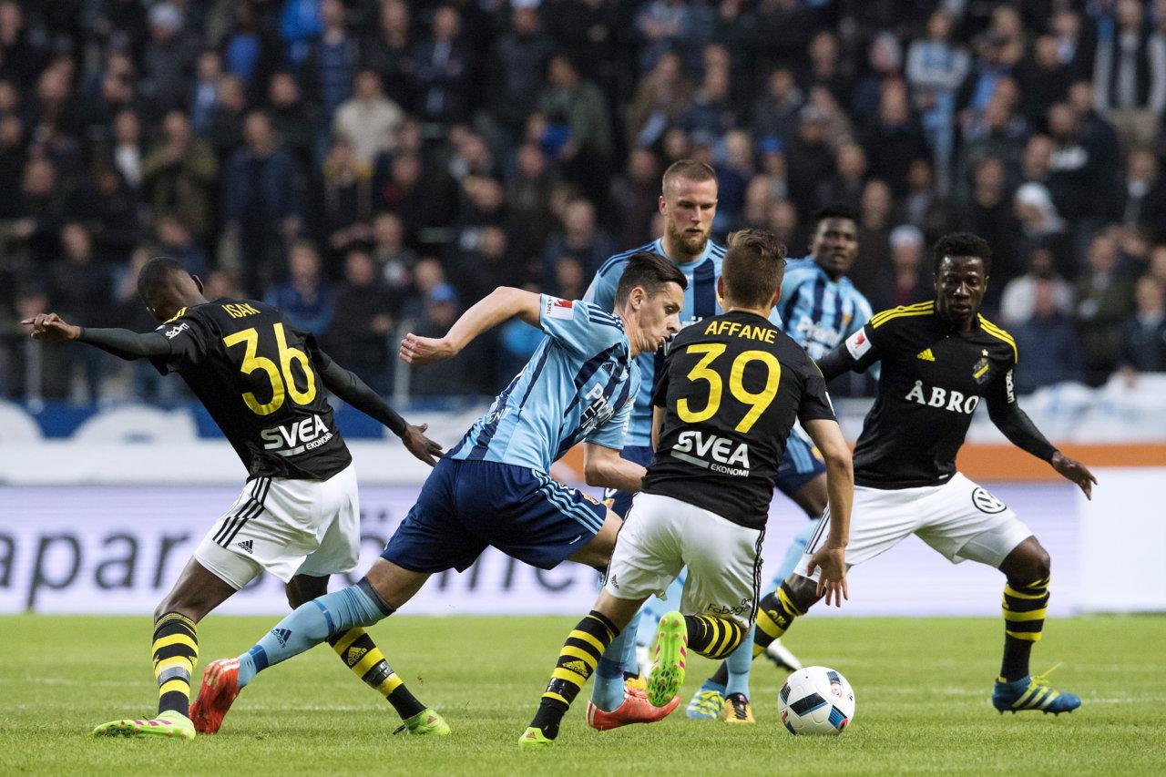 160516 DjurgŒrdens Haris Radetinac med bollen under fotbollsmatchen i Allsvenskan mellan AIK och DjurgŒrden den 16 maj 2016 i Stockholm.  Foto: Erik Simander / BILDBYRN / Cop 201