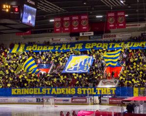 160917 SšdertŠljes supportrar med en tifo innan ishockeymatchen i Hockeyallsvenskan mellan SšdertŠlje och AIK den 17 September 2016 i SšdertŠlje.  Foto: Kenta Jšnsson / BILDBYRN / Cop 210