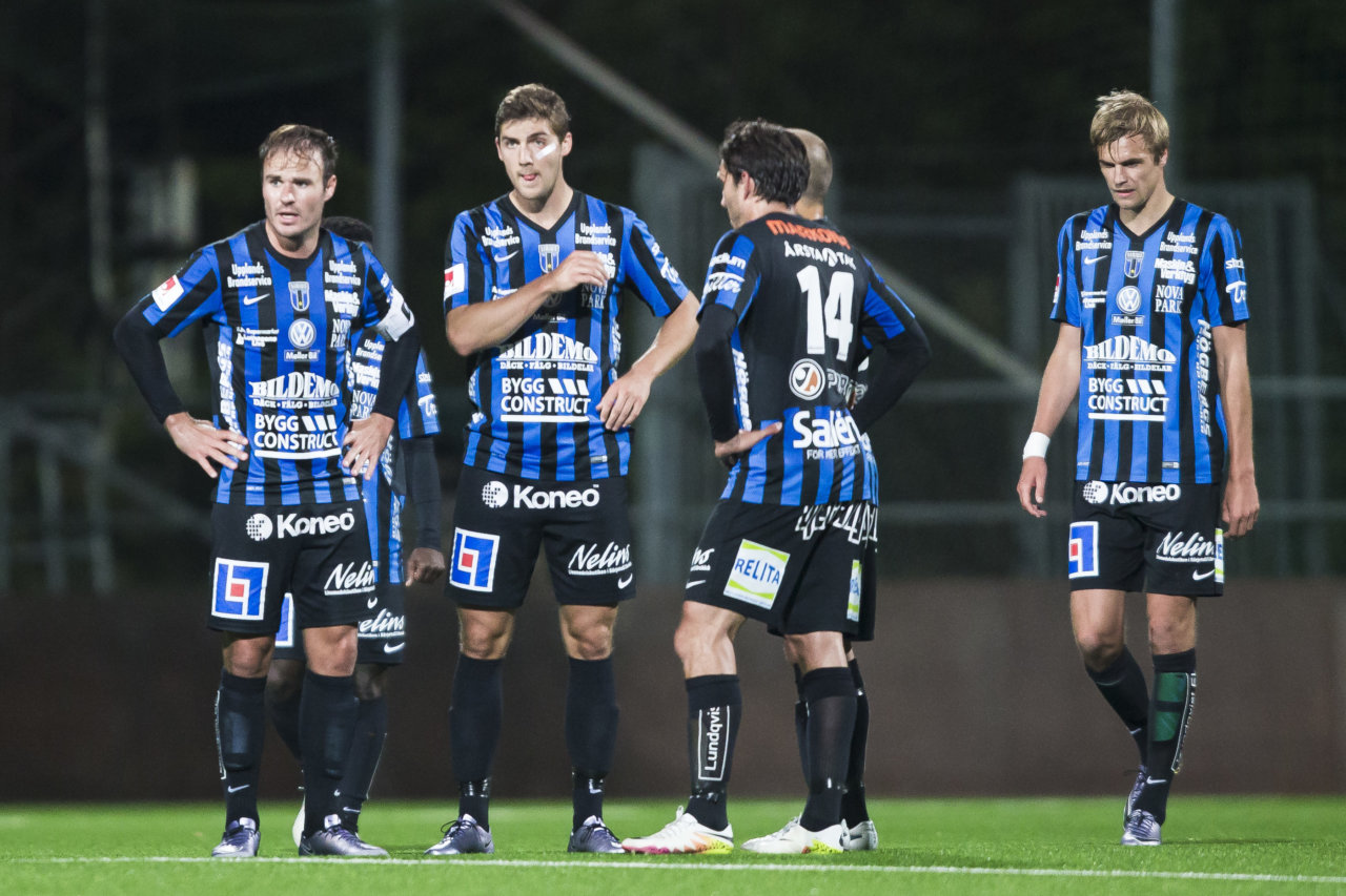 160920 Sirius  Niklas Busch Thor , Patrick Hopkins , Ian Sirelius och Oscar Pehrsson deppar efter 1-0 av Omar Eddhari under fotbollsmatchen i Superettan mellan Athletic och Sirius den 20 September 2016 i Solna.  Foto: Kenta Jšnsson / BILDBYRN / Cop 210