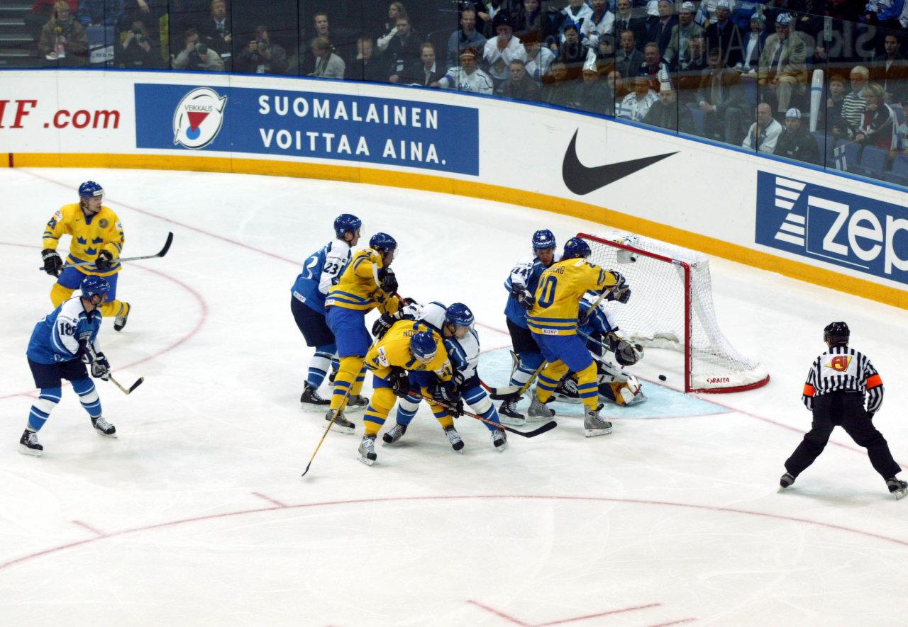 030507 Ishockey, VM, Sverige - Finland: kvartsfinal, Peter Forsberg, Sverige, gšr mŒl. © BildbyrŒn - 26777 D - Foto Andreas Hillergren